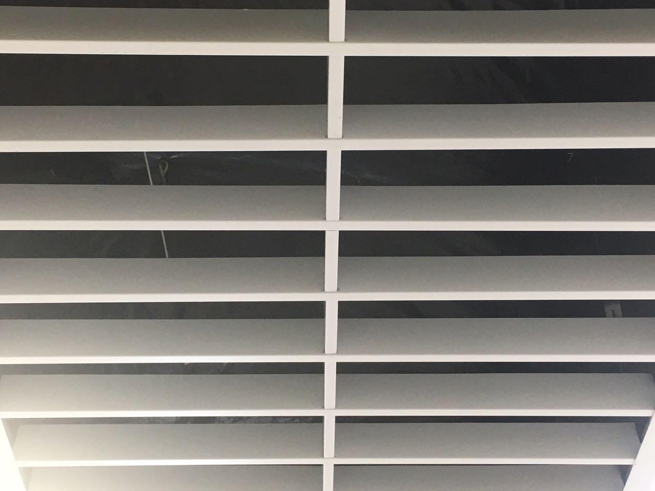 Грильято-жалюзи белый 300х75х40 мм