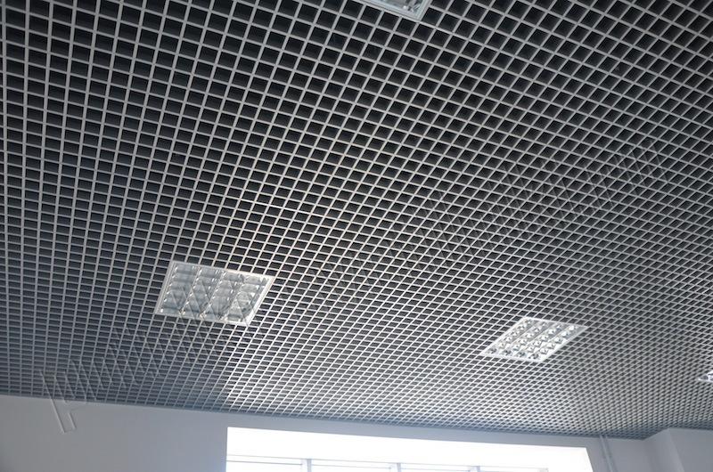 Особенности потолка Грильято со стандартной ячейкой